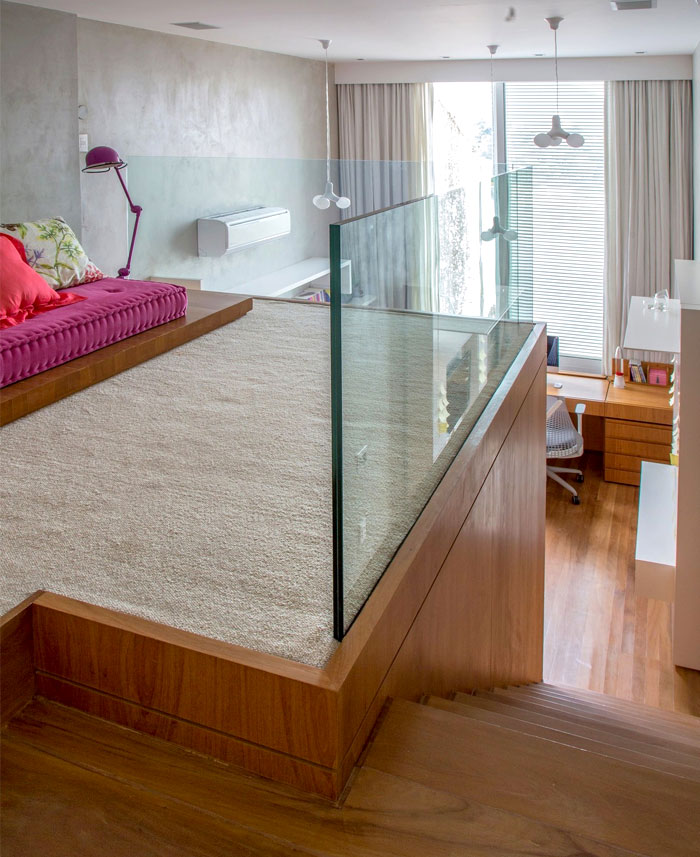 modernistic-furniture-shining-surfaces-home-rio-de-janeiro-3