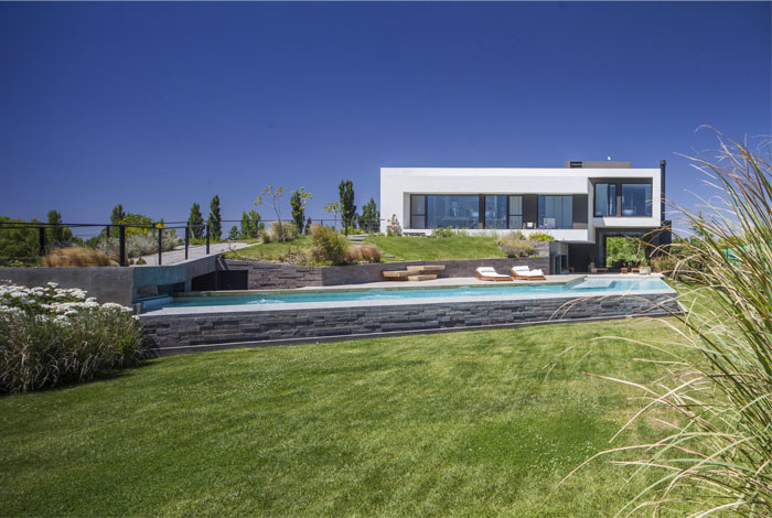modern-home-situated-patagonia-argentina-11