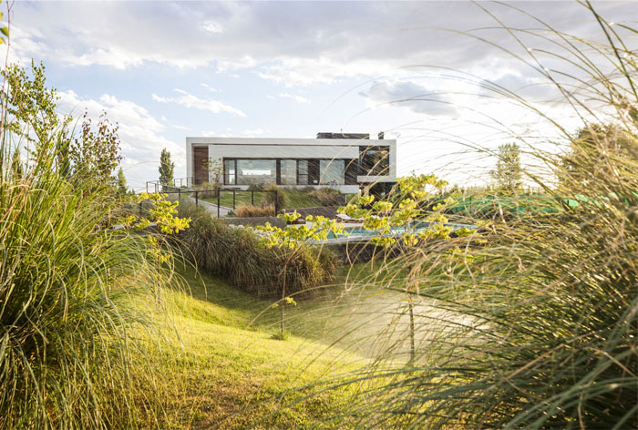 modern-home-situated-patagonia-argentina-4
