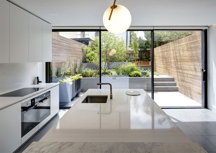 Modern minimalist house with secluded courtyard by amrita for Minimalist house london