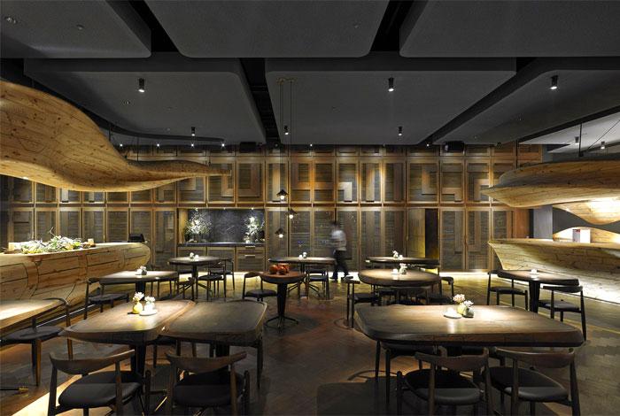 organically-sculptured-wooden-decor-raw-restaurant-2