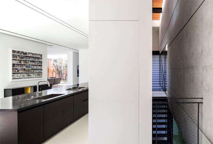 s-house-pitsou-kedem-architects-16