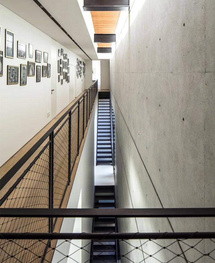 s-house-pitsou-kedem-architects-25