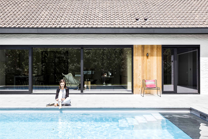 JUMA Architects Transformed a Bungalow into a Contemporary Villa - InteriorZine