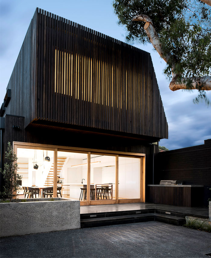 therefore studio added a contemporary extension in the