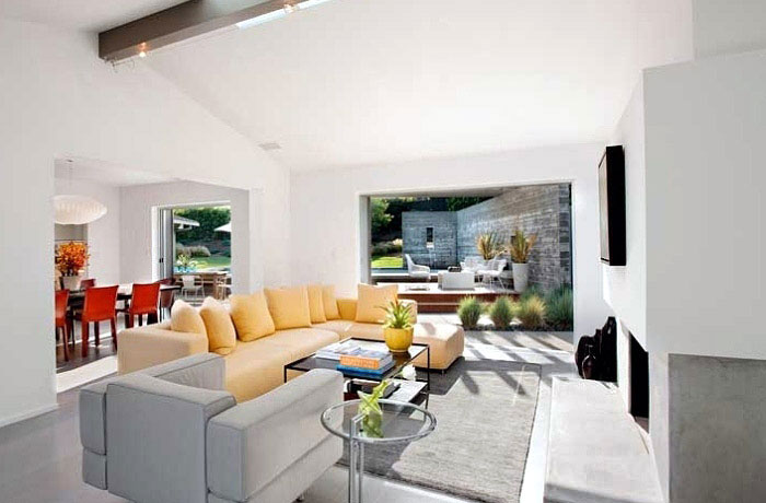 interior-design-yellow-sofa