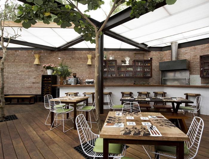 restaurant with large open garden