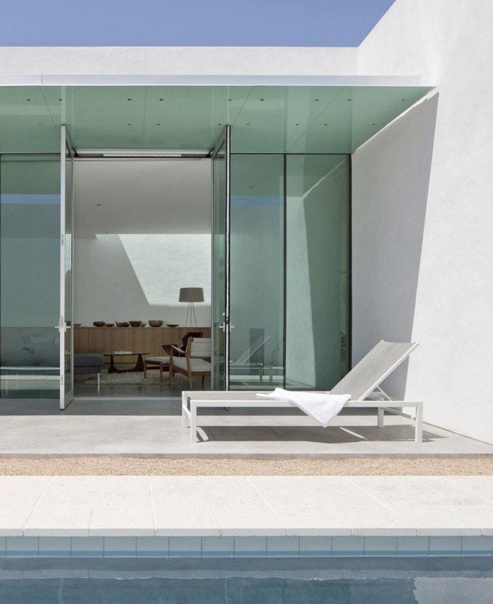 modern residence outdoor pool1