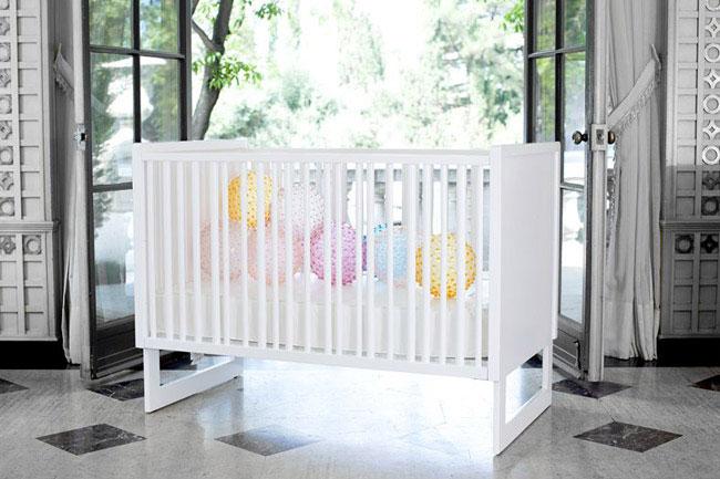 baby crib station white