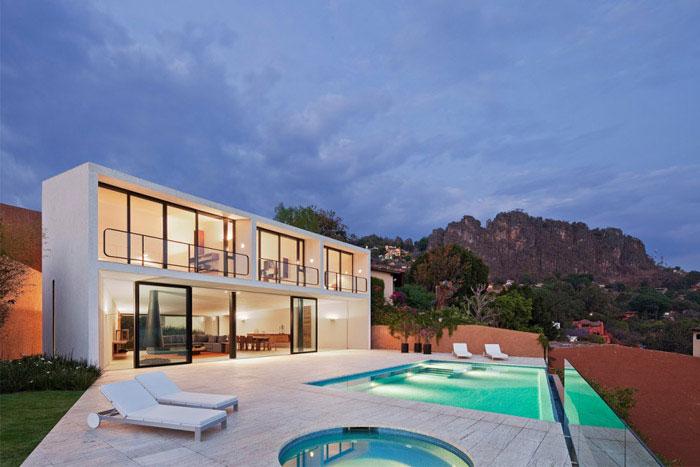 casa la roca outdoor pool area2