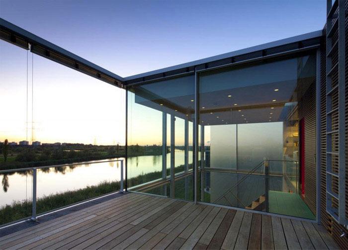 waterside house1