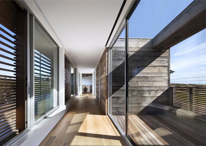 seaside house wall of glass