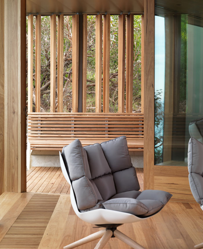 timber-lined-interior-living-room4