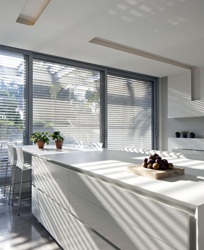 white-house-kitchen