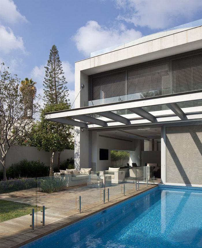 white-house-pool-area