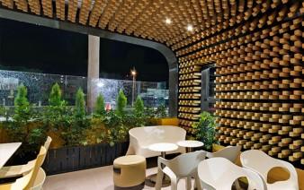 cafe interior decor thousands wooden blocks5 338x212