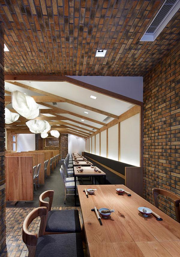 dining-area-traditional-materials-bricks-wood2