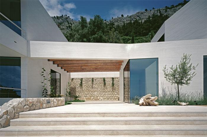 white-facade-u-house1