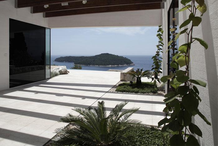white-facade-u-house2