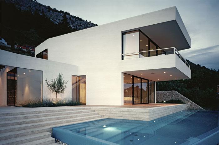 white-facade-u-house3