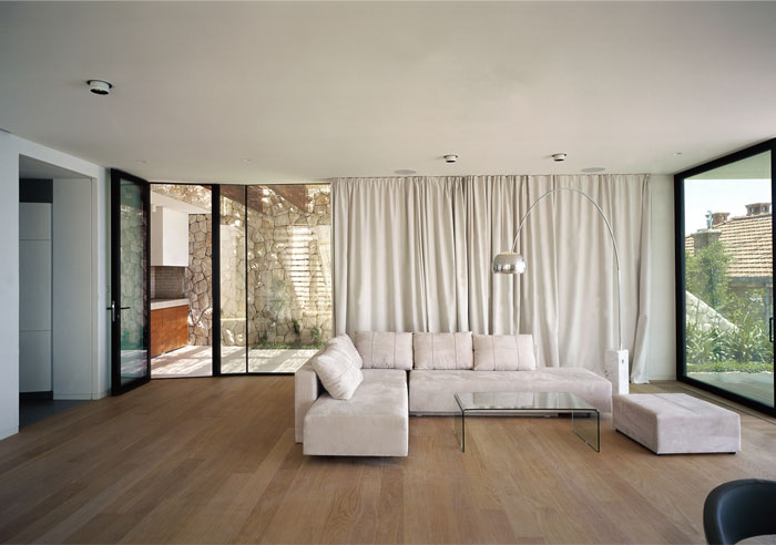 white-facade-u-house5