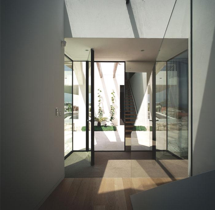 white-facade-u-house7