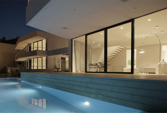 white-facade-u-house9