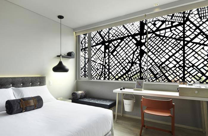 completely-fresh-independent-hotel-interior-1