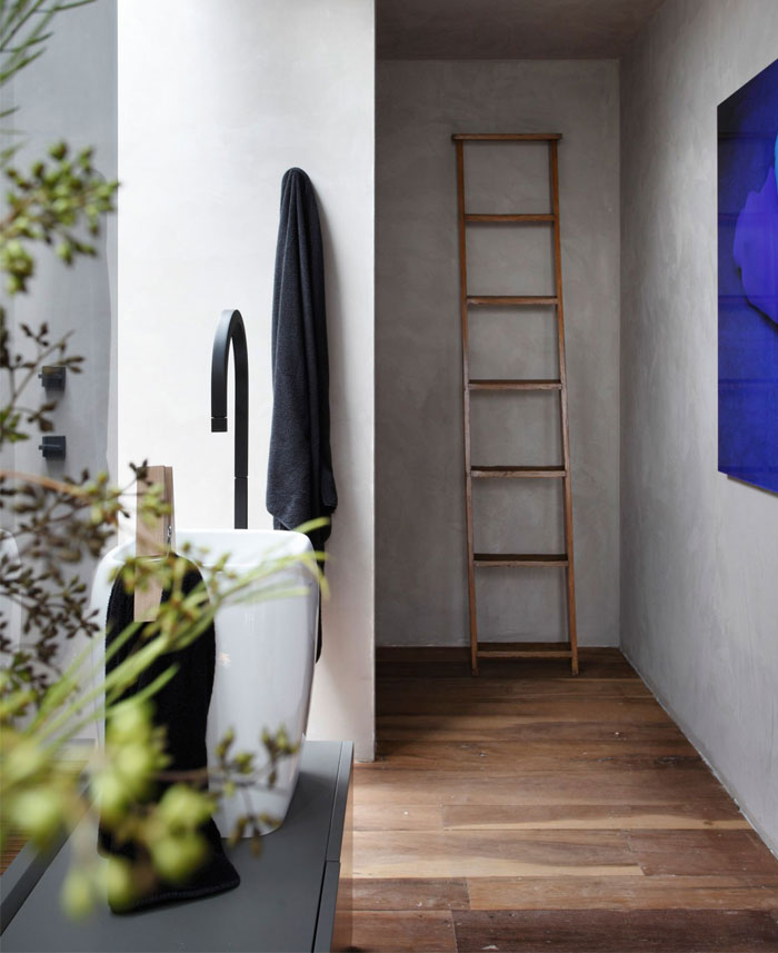 master-bathroom-natural-wood-decor