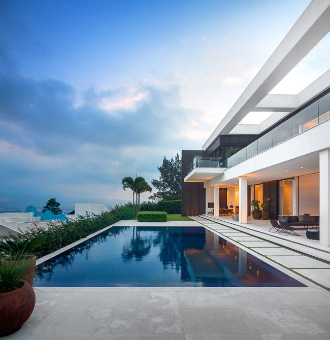 outdoor-area-pool