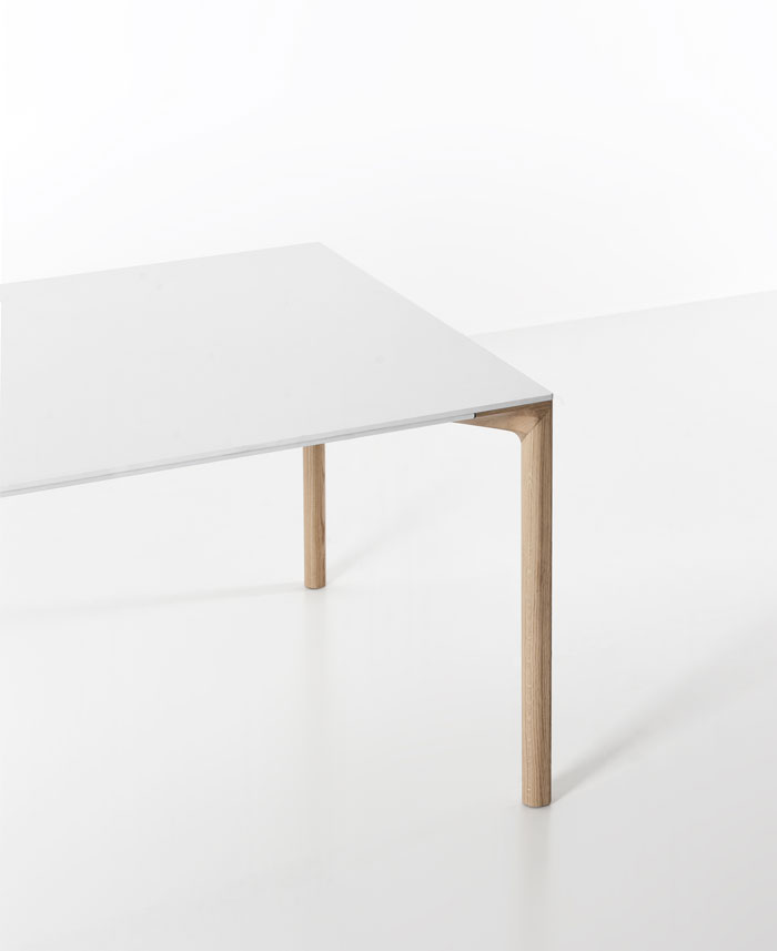 withe table oak wood legs