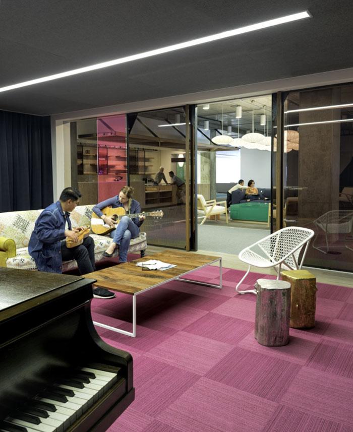 meeting-space-playful-decor