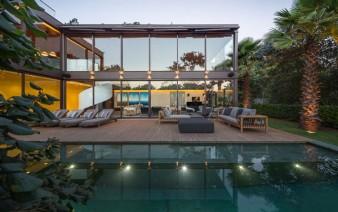 two storey house tropical garden 338x212