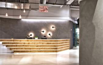 impressive double height reception area 338x212