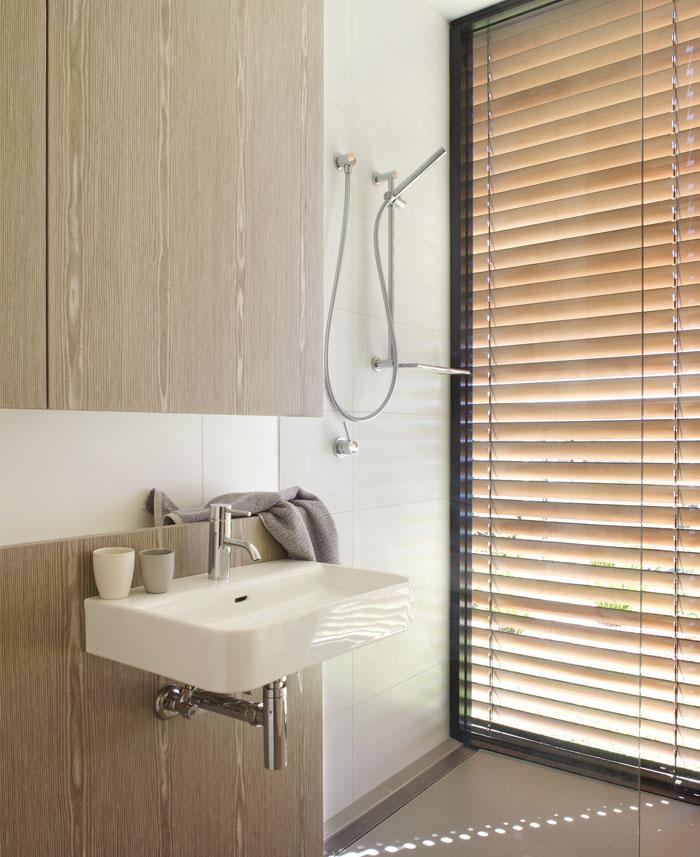 natural materials colors bathroom