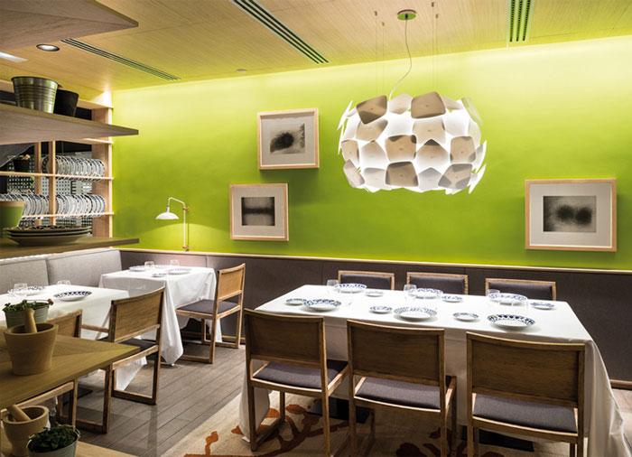 cozy-restaurant-decor