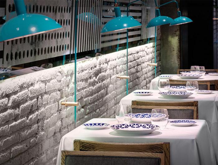 cozy-restaurant-dining-area