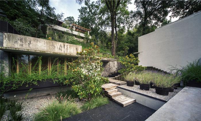 raw-concrete-house-garden