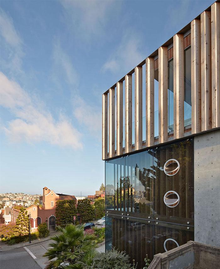 san-francisco-hills-three-story-concrete-house