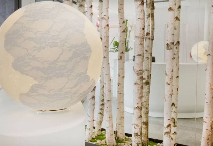 trendy-hotel-decor-birch-room-divider