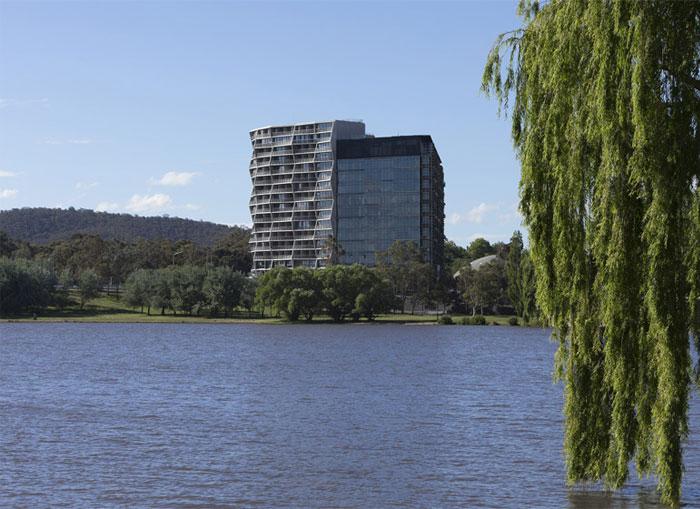 unusual-undulating-shape-hotel-facade