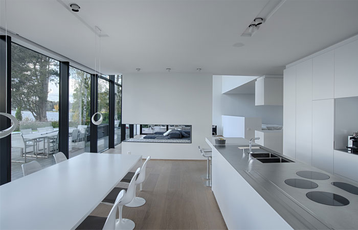 clean-light-contemporary-dining-area