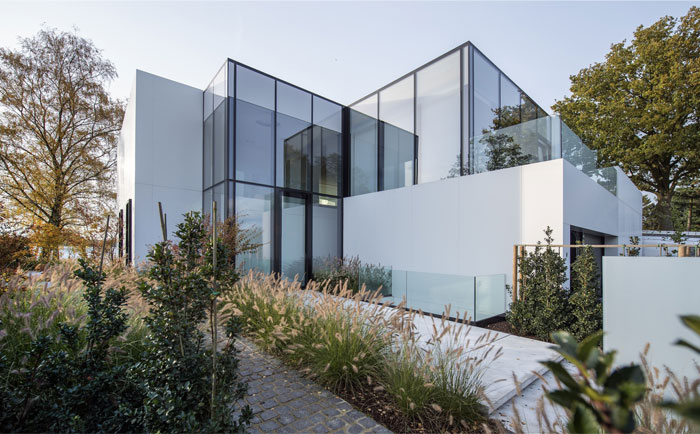 glass-cubical-shape-house