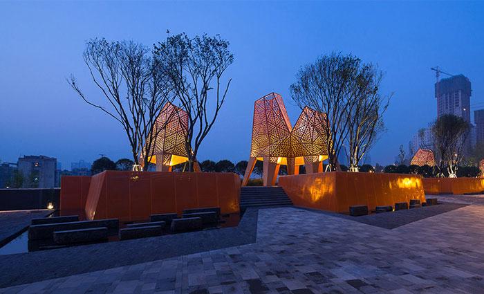 orange-sculptures-entrance