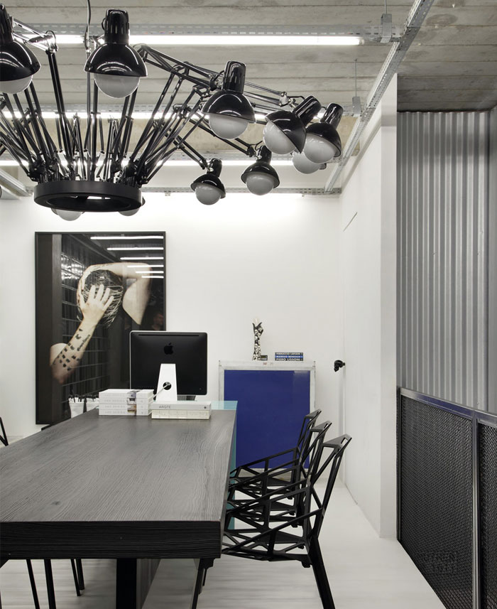 contemporary-work-place-light-black