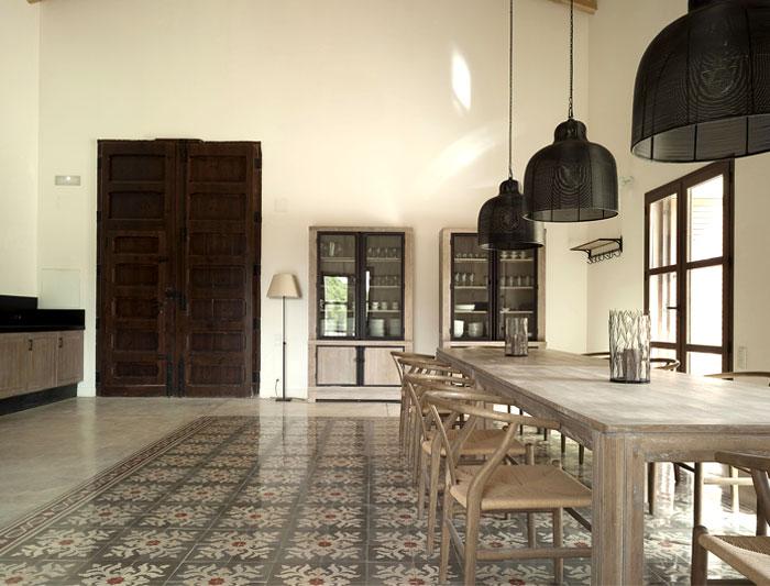 floor-tiles-dining-area-decor