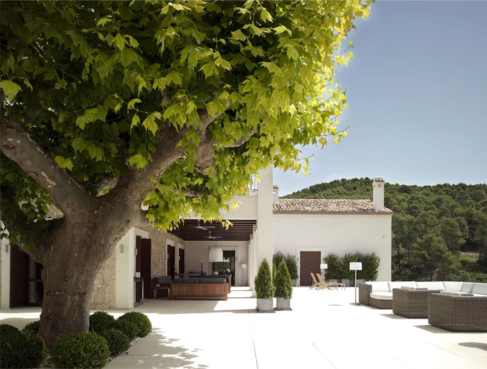 old-stone-house-spanish-countryside