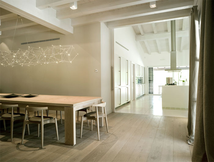 open-dining-space-comfortable-natural-furniture
