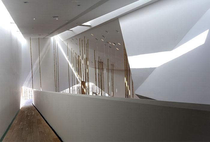 clean-white-simple-elegant-decor