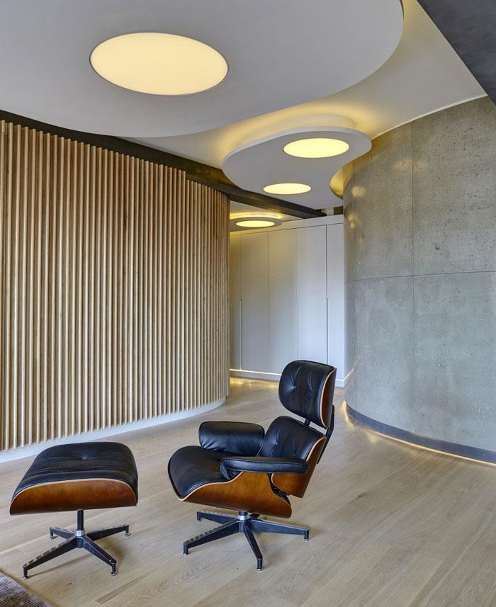 loft-warehouse-style-apartment-interior